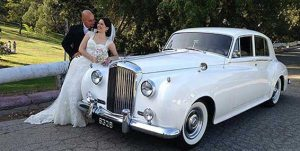 bentley-wedding-limo-newlyweds-new-1